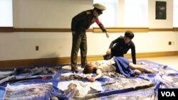 한국의 북한인권단체 '나우'가 미국에서 북한 아동들의 인권을 알리는 연극을 미국에서 순회 공연하고 있다. 사진은 지난 6일 워싱턴의 조지타운대학교에서 열린 연극 '우리는 행복합니다'의 마지막 장면.