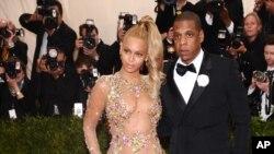 Beyonce dan suaminya Jay-Z dalam sebuah acara di New York.