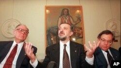 Пауль Крутцен (справа)