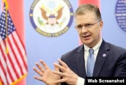 Đại sứ Daniel Kritenbrink trả lời phỏng vấn báo Tiền phong ngày 3/9/2020. Photo Tien phong