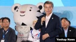 지난 24일 문재인 한국 대통령이 평창 알펜시아 리조트에서 열린 'G-200, 2018, 평창을 준비하는 사람들' 평창 동계올림픽·패럴림픽 성공 다짐대회에서 격려사를 하고 있다.
