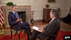 "Prezident Obama ""Amerika Ovozi"" muxbiri Andre de Neshnera bilan suhbatda, Oq Uy, 22 iyun 2011"