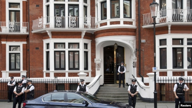 British police stand outside Ecuador's embassy, where Wikileaks founder Julian Assange is seeking asylum, London, August 16, 2012 file photo.