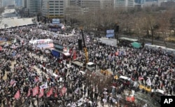 Thousands of supporters of former President Park Geun-hye shout slogans during a rally in Seoul, South Korea, April 1, 2017.