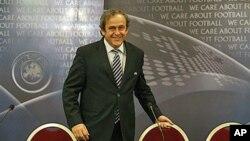 Presiden UEFA Michel dalam suatu konferensi pers di Praha, Republik Ceko (foto: dok). UEFA mungkin akan mengusulkan waktu yang lebih baik bagi Piala Dunia di Qatar.