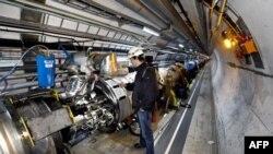Unuitrašnjost tunela velikog hadronskog sudarača
