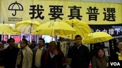 """香港 """"鸠呜团""""纪念持续抗争1,500日举行街头论坛探讨泛民本土大团结。 (美国之音汤惠芸拍摄)"""