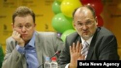 Goran Miletic iz organizacionog odbora skupa Beograd prajd 2012. i izvestilac Evropskog parlamenta za Srbiju Jelko Kacin na konferenciji za novinare 28. septembra 2012.
