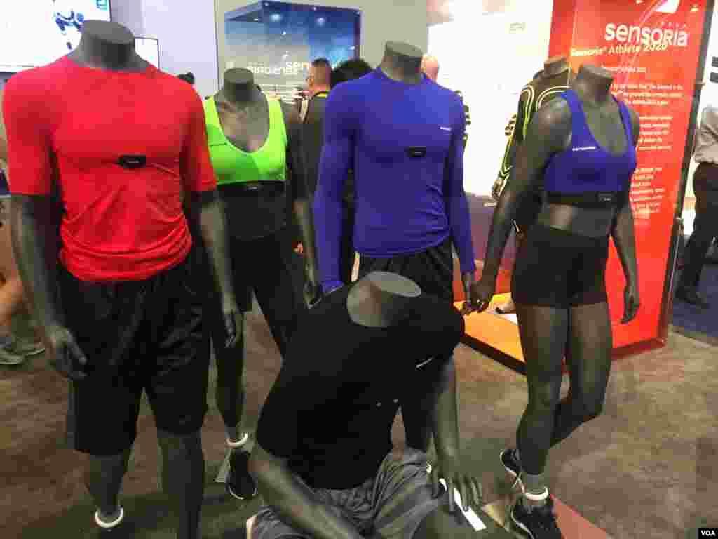 لباسهای هوشمند یکی دیگر از دسته فناوریهای پوشیدنی ارائه شده بودند. بخصوص لباسهای ورزشی مجهز به انواع حسگرها.