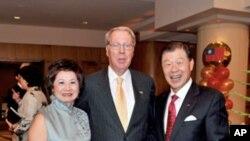 美国在台协会主席薄瑞光与台湾驻美代表袁健生夫妇合影
