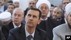 이슬람 사원 기도회 참석한 시리아의 바샤르 알 아사드 대통령
