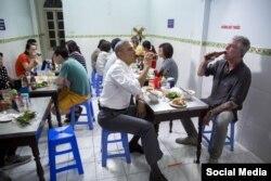 در سال ۲۰۱۶ وقتی باراک اوباما رئیس جمهوری وقت آمریکا در ویتنام بود، بوردین ناگهان از او دعوت کرد برای ناهار به او بپیوندد.
