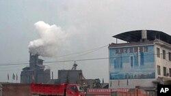 연기를 내뿜는 중국의 산업시설