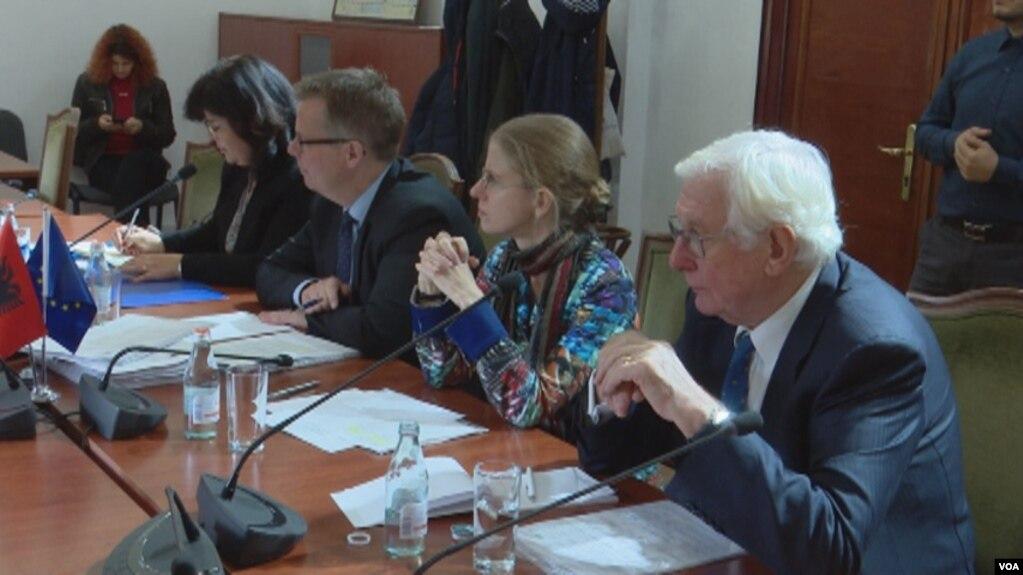 Vettingu në politikë, Komisioni i Venecias në Tiranë