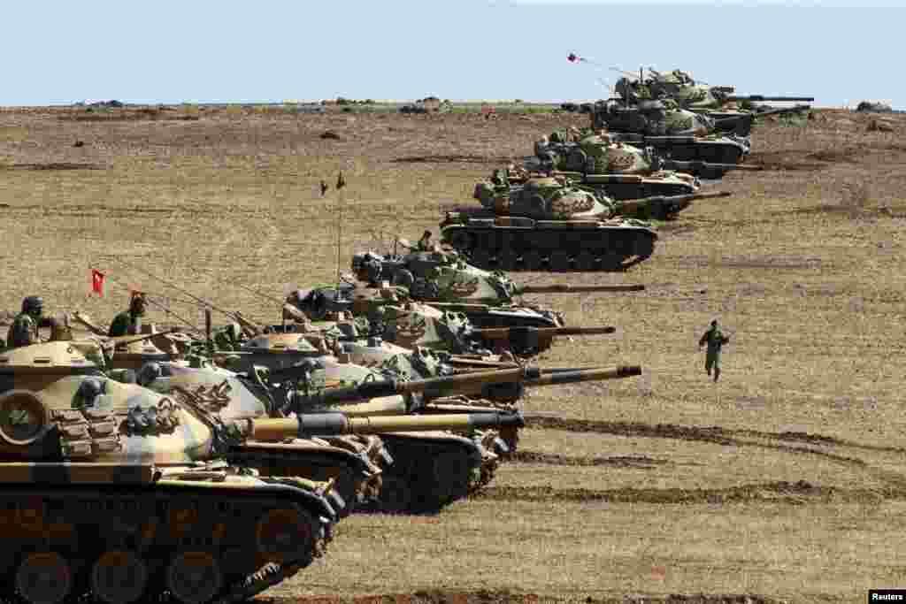 ترک فوج کے ٹینک بھی شہر کے باہر ایک پہاڑی پر بدستور موجود ہیں۔
