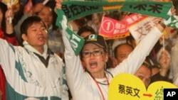 支持民进党总统候选人蔡英文的高雄民众
