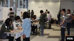 香港和平佔領中環運動第三次全民商討日投票現場( 美國之音圖片 )
