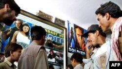 ماضی میں کئی اداکار ایسے گزرے ہیں جن کے چہروں سے فلمیں ہٹ ہوا کرتی تھیں یا ان کی انٹری ہی فلموں کی کامیابی کی ضمانت تھیں۔(فائل فوٹو)