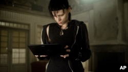 "Aktris Rooney Mara memerankan versi film dari buku ""The Girl With the Dragon Tattoo."" (Foto: Columbia Pictures)"