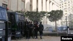 Polisi Mesir melakukan penjagaan keamanan di Kairo (foto: ilustrasi). Seorang polisi Mesir dilaporkan telah dibunuh penculiknya di Sinai.