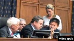 Para anggota Komisi Eksekutif Kongres AS urusan Tiongkok mendengarkan keterangan para aktivis soal kondisi para buruh di Tiongkok (31/7).