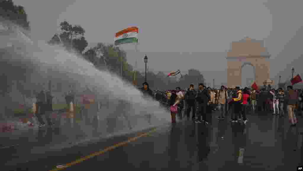 Indian police use water cannons to push back protesters during a demonstration near the India Gate against the gang rape and brutal beating of a 23-year-old student on a bus last week, in New Delhi, India, December 23, 2012.