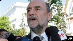 헤르만 넥케르츠 IAEA 사무차장이 15일 오스트리아 빈에서 이란과의 핵 협상에 앞서 기자들의 질문에 답하고 있다.