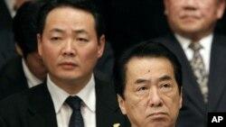 日本首相支持率跌至新低。