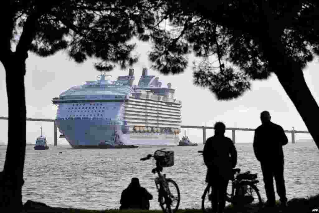 កប៉ាល់ Symphony of the Seas របស់ក្រុមហ៊ុនអាមេរិកាំង Royal Caribbean Cruise Limited ចាកចេញពីផែ Saint-Nazaire ប្រទេសបារាំង កាលពីថ្ងៃទី២៤ ខែមីនា ឆ្នាំ២០១៨។
