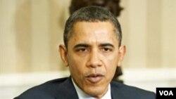 Presiden AS Barack Obama menyampaikan komentarnya mengenai opsi militer bagi Libya, Senin (7/3).