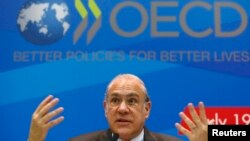 지난 7월 모스크바에서 주요 20개국 재무장관회담이 열린 가운데, 앙헬 구리아 OECD 사무총장이 발언하고 있다.