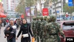 Tiongkok melipat-duakan anggaran keamanan di Xinjiang dan memasang 40.000 kamera keamanan.