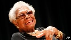 Mendiang penyair Maya Angelou.