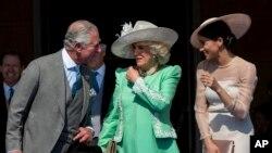Le prince Charles, héritier du trône britannique, et son épouse Camilla à gauche.