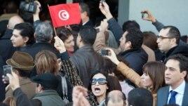 Des Tunisiens manifestant après l'assassinat de Chokri Belaïd