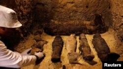 کشف ۵۰ پیکر مومیایی در مصر