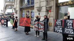 Skup u Beogradu u znak podrške demonstracijama u SAD (Foto: VOA)
