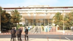 """COVID-19: A Dakar, """"avec ou sans 3e vague, la vie continue"""""""