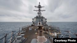"""美國伯克級驅逐艦""""麥克坎貝爾""""號(USS McCampbell DDG-85)2020年3月25日行經台灣海峽(美國第七艦隊臉書)"""