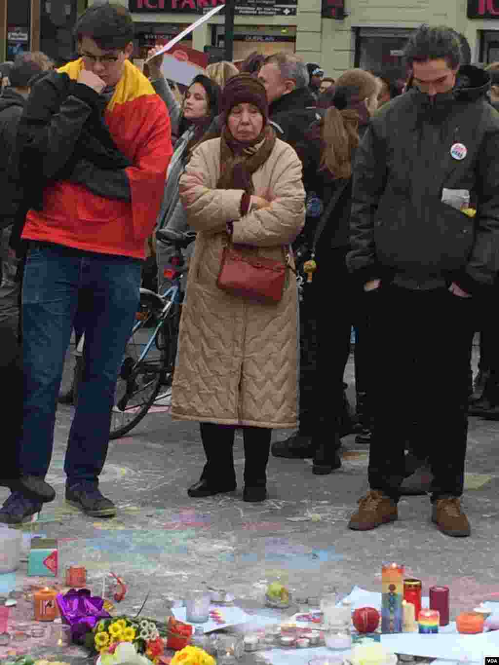 Belgium's national moment of silence at noon turned into an all-day vigil in Brussels, Belgium, on 23 March, 2016. (H. Murdock / VOA)