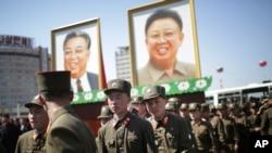 ေျမာက္ကိုရီးယားနုိင္ငံ တည္ေထာင္သူ ေခါင္းေဆာင္ၾကီး Kim Il-sung ရဲ႕ ၁၀၅ ႏွစ္ေျမာက္ေမြးေန႔ အခမ္းအနားအတြက္ျပင္ဆင္ေနၾကစဥ္။ ( ဧၿပီ ၁၃-၂၀၁၇)
