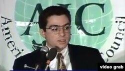 Foto tomada de una transmisión de video de Siamak Namazi, el estadounidense-iraní arrestado en Teherán.