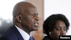 FILE: Zimbabwe's Finance Minister Patrick Chinamasa (L) addresses a media conference after meeting International Monetary Fund (IMF) Executive Director for Africa Chileshe Kapwepwe (R) in Harare, September 7, 2015.