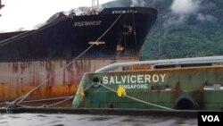 지난 6월 미국령 사모아 수도 파고파고 항에 미국 정부에 의해 몰수된 북한 선박 '와이즈 어네스트' 호와 싱가포르 선적 예인선 '살비스로이' 호가 나란히 정박해있다.