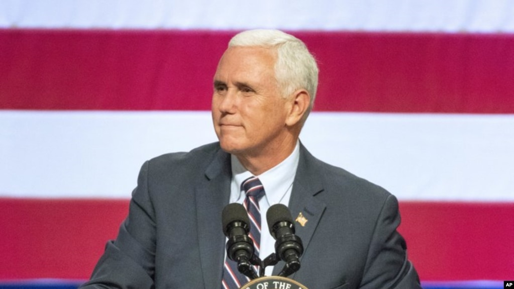 El vicepresidente de Estados Unidos, Mike Pence, interviene en un acto de campaña en favor de la senadora republicana Cathy McMorris Rodgers en el Spokane Convention Center, en Spokane, estado de Washington, el 2 de octubre de 2018.