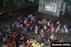Pemutaran film G30SPKI di SMP Muhammadiyah Minggir, Yogyakarta (Foto: VOA/Nurhadi)