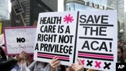 រូបឯកសារ៖ បាតុករតវ៉ាទាមទារឲ្យរក្សាទុកច្បាប់ថែទាំសុខភាព Affordable Care Act (ACA) ដែលគេស្គាល់ជាទូទៅថា Obamacare នៅទីក្រុង Chicago កាលពីឆ្នាំ២០១៧។