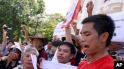 越南示威者星期天在河內集會,抗議中國在有爭議海域的行為