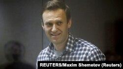 Алексей Навальный в зале суда в Москве (архивное фото)