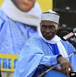 Shugaban kasar Senegal Abdoulaye Wade dan shekaru 85, wanda kotun kolin kasar ta ce ya na iya sake tsayawa takarar neman wa'adin mulki na uku